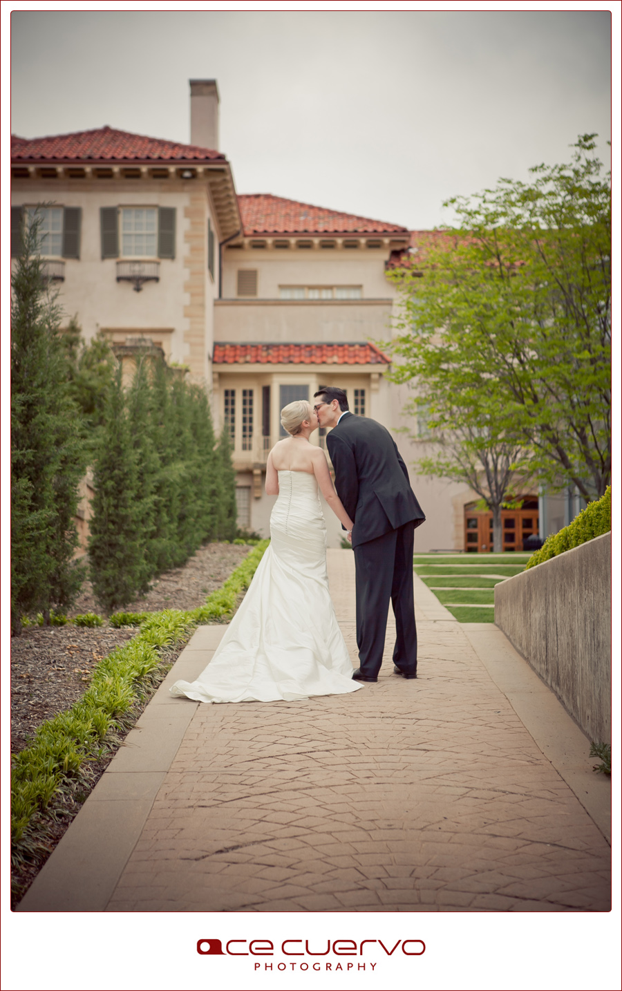 Ace Cuervo Photography, Tulsa Wedding Photography, Philbrook, outdoor wedding